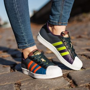 Adidas superstar-oddity