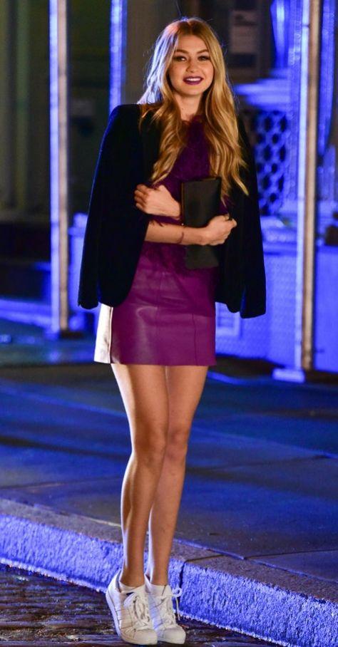 Gigi Hadid w adidasach Superstar